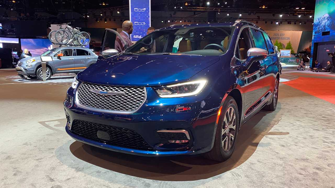 2021 Chrysler Pacifica Debuts Facelift, Pinnacle Trim, And 2021 Chevy Volt Improvements, Images, Infotainment