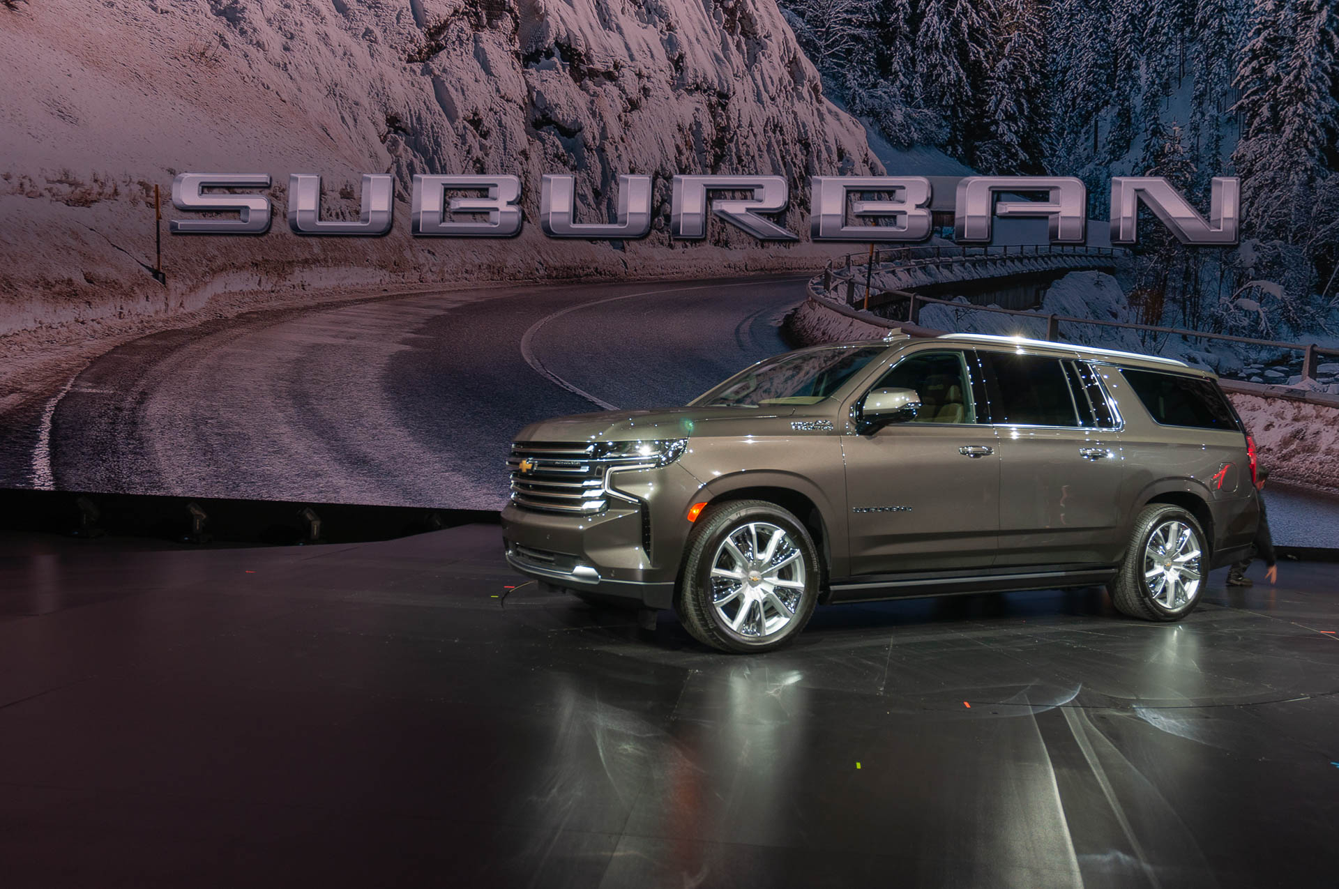 Redesigned 2021 Chevrolet Tahoe And Suburban Gain Size Pictures Of A 2021 Chevy Silverado Headlights, Hp, Height