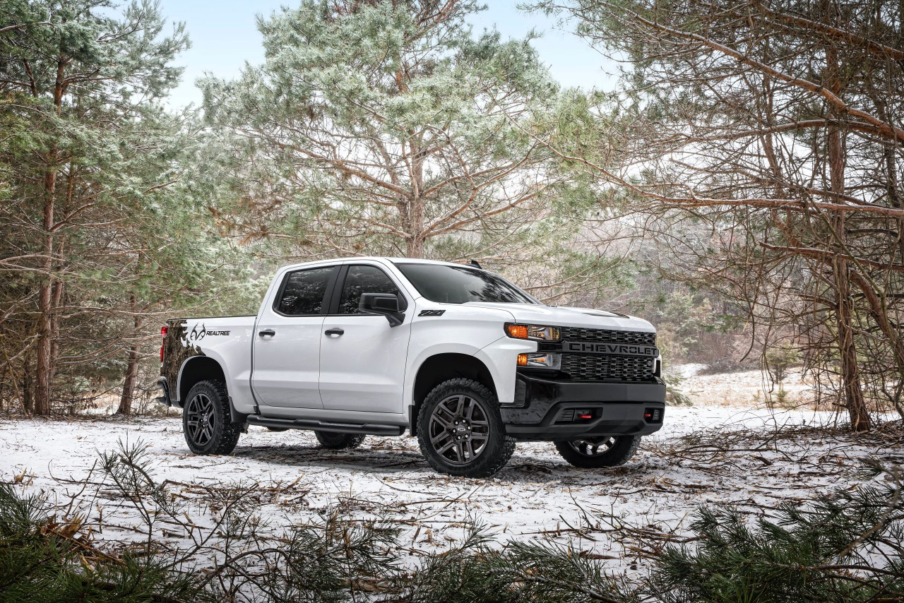 The 2021 Chevy Silverado Realtree Edition Aims To Blend In 2021 Chevy Silverado 1500 Pictures, Safety Rating, Tire Size